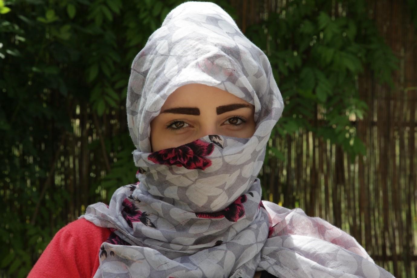 syrian refugee wearing headscarf